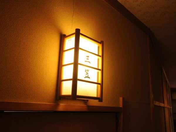 ◆趣き漂うお部屋前の照明