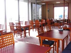 びわこが見えるレストランでのお食事をご用意しております。ランチタイム11:30~14:00