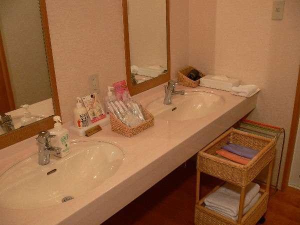 和室12.5畳タイプは洗面も2台あります。