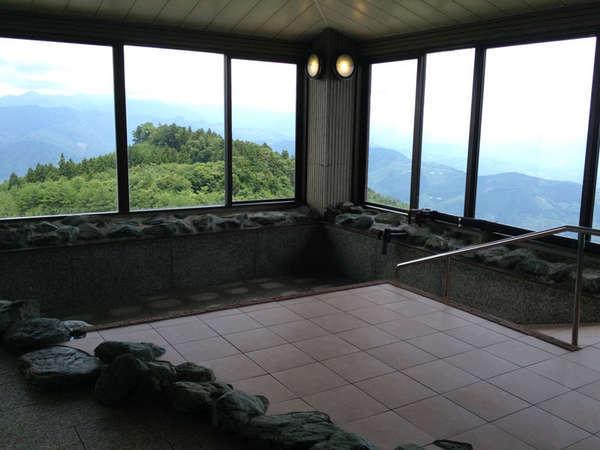 *【展望風呂】東側湯は延岡市内を、西側湯は阿蘇山方面を展望できます
