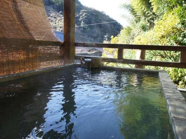 【甍の湯】温泉津温泉で唯一の露天風呂。夜11時にのれん替えがあります。朝8時までご入浴可能です。