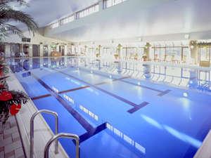 25m×6レーンの屋内温水プール