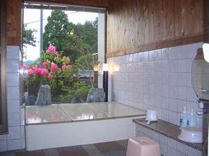 庭や遠景を望める風呂