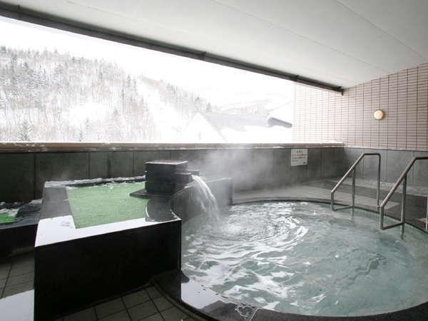 宿泊者無料大浴場『ときわ湯』大自然に囲まれた雪見露天をお楽しみください。