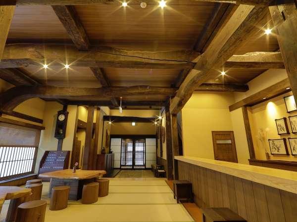 木組みは実際に合掌作りで利用していた古木を使用しています。
