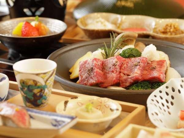 【食事】メインの「野趣鍋」は飛騨牛を使用しております♪