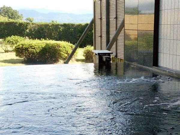 【温泉】湯冷めしにくく、なめらかな湯触りの柴山温泉をお楽しみください。