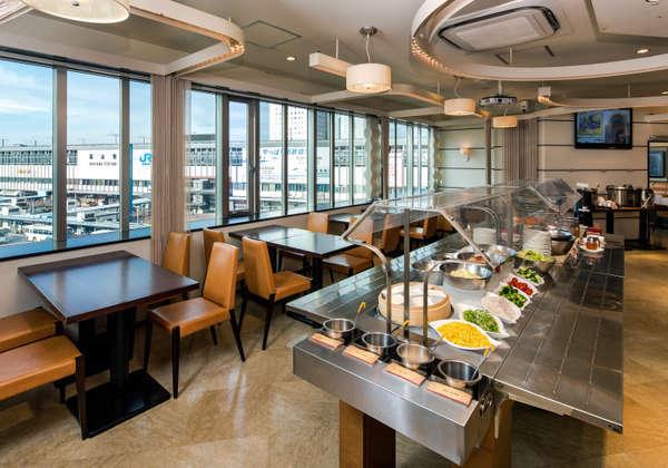 朝食「Resort」サラダをとるスペースはこういった配置です♪