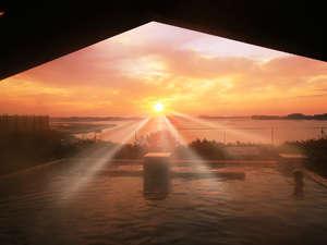 【露天風呂 八百八島】水平線から上る感動のご来光