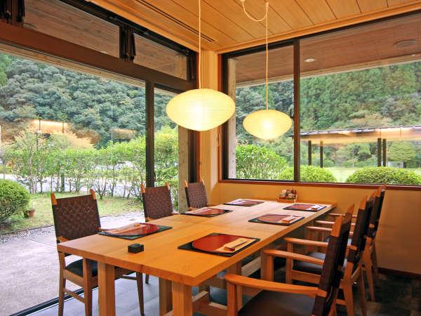 レストラン「石楠花」十津川 ならではの新鮮な素材を使ったお料理を味わっていただけます。