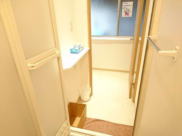 1階男性専用フロアシャワー室内