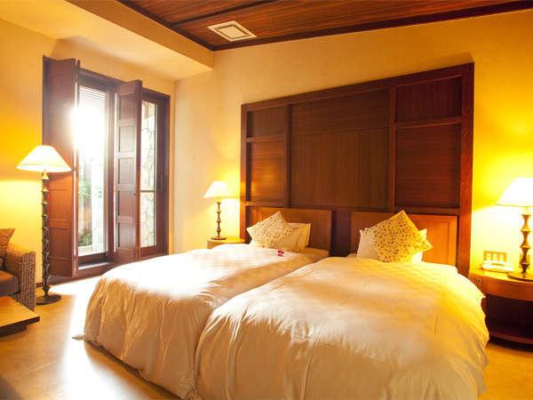 102号室アジアタイプのツインルーム。落ち着いた雰囲気の大人のカップル向けのお部屋。