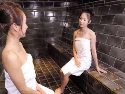 ミストサウナはドライサウナに比べて低温多湿なので、お肌にやさしいのもうれしいポイントです。