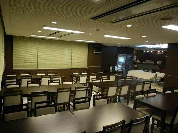 1階のロビーは無料朝食サービスの会場となります。