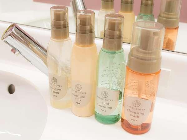 洗面台にリキッドクレンジング・洗顔フォーム・化粧水・乳液・ヘアブロー液をご用意してます