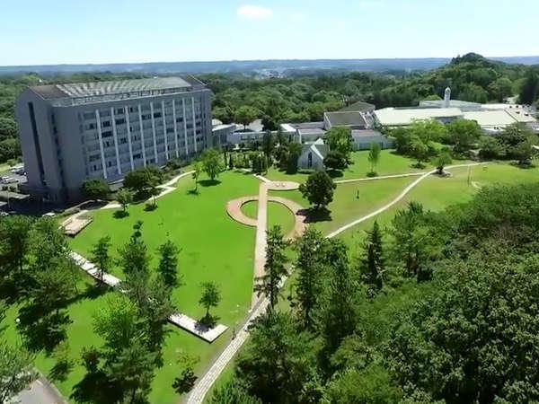 緑豊かな自然の中で、スポーツと多彩なアクティビティと天然温泉を愉しむ滞在型リゾートホテル