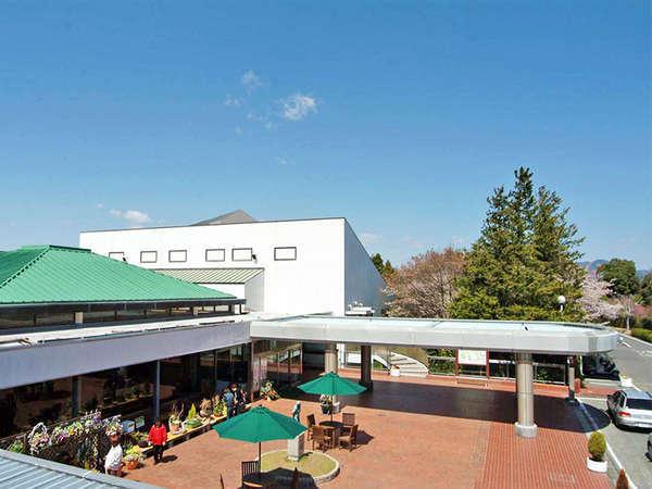 <ホテルメインロビー>フロントやレストランもこちらにございます。