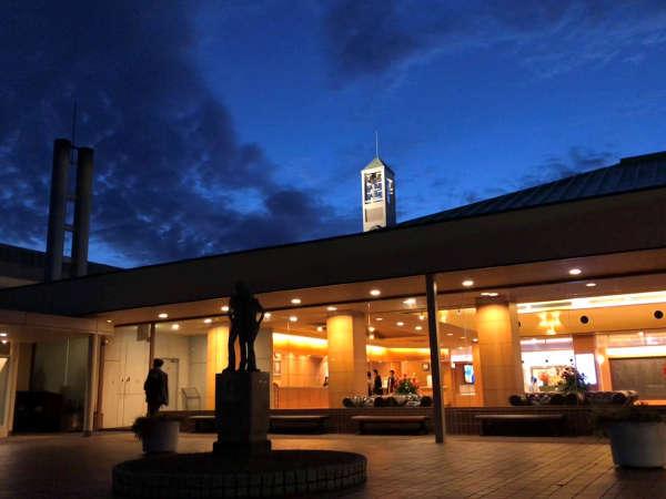 【ホテルメインロビー】フロントやレストランがございます