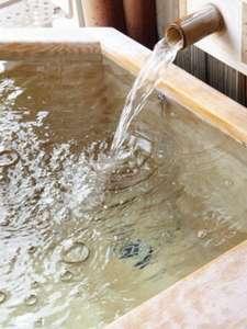 山野草:お部屋の露天風呂。アルカリ性単純温泉、疲労回復や美肌効果等があります。