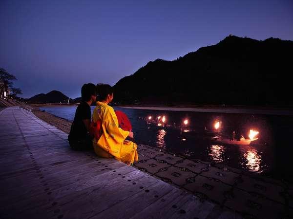 ホテル近くの長良川プロムナードから鵜飼をご覧頂く事も出来ます。(5/11~10/15)