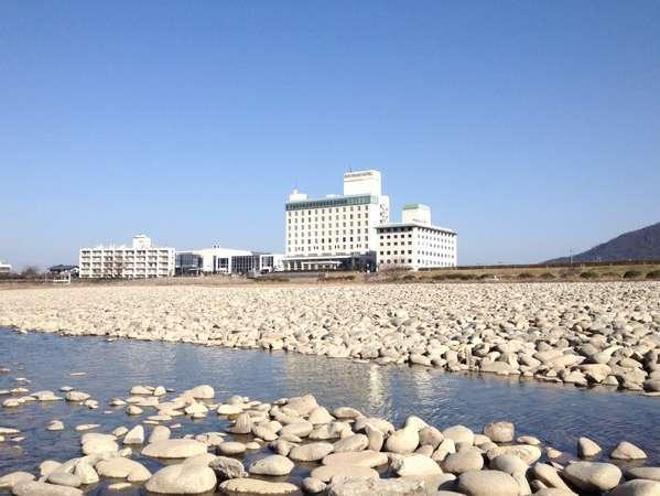 ◎外観「清流長良川河川敷から見るホテル」