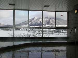 温泉から見る雪化粧した蒜山三座♪もまた美しく壮大です。