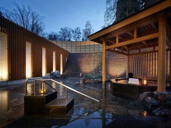 天然温泉に入りながら満天の星空を見れます。