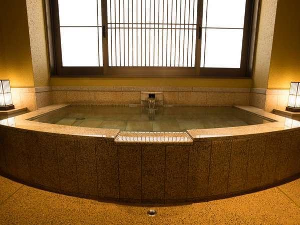 今春、新たに2つの貸切風呂が誕生。7つの趣異なる湯舟で館内湯めぐりをお楽しみください