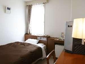 ◆シングルルーム◆ベット幅は120cmと広々♪空気清浄システム&温水洗浄便座&有線LAN完備。