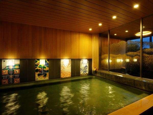 【大浴場】久谷焼アートパネルや金箔拍が彩る内装