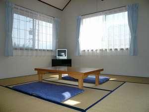 ロフト付きの和室です。2~8名の方が泊まれます。