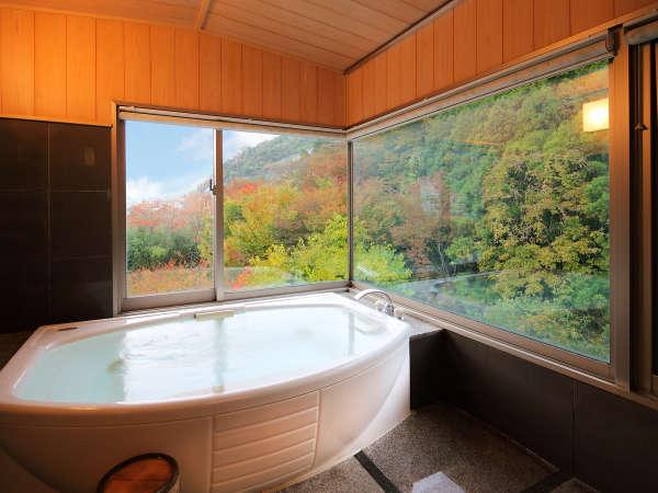 ■特別室-バス-(一例)■ 移り変わる自然の美を眺めながらの湯浴みを、こころゆくまで。