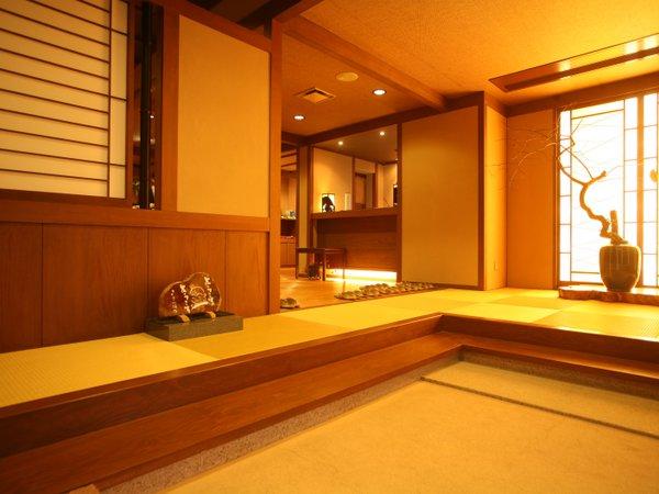 『やっと着いたー!』お客様をお迎えする玄関です。置いてある壺に女将が四季折々の花や木を生けてます。