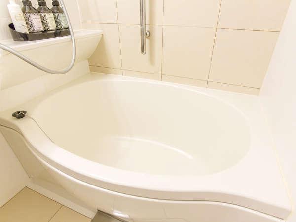 バスルーム浴槽。楕円形の浴槽を使用しています。