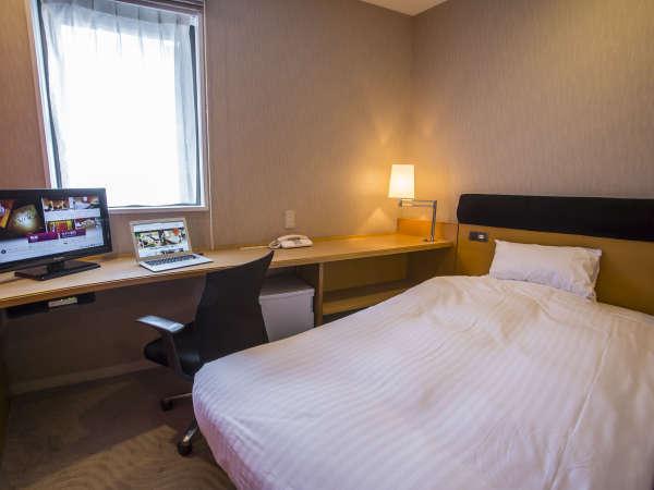 エコノミーシングル(10.5平米・ベッド幅105cm)。客室内Wi-Fi接続可能♪