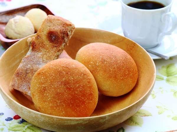 【朝食】『いぐぱん』から毎日届く手作りパンとモチモチパン「チパ」