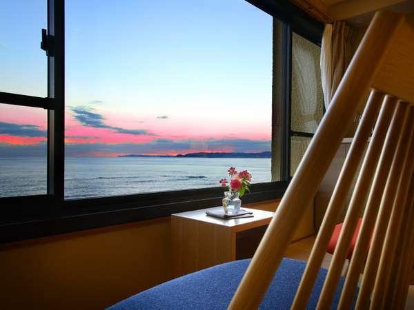 【「浜辺の湯 浪漫の歌」 宿 中屋】敷地内源泉100%。海 料理 音楽 香り 花々で癒しのひとときを。