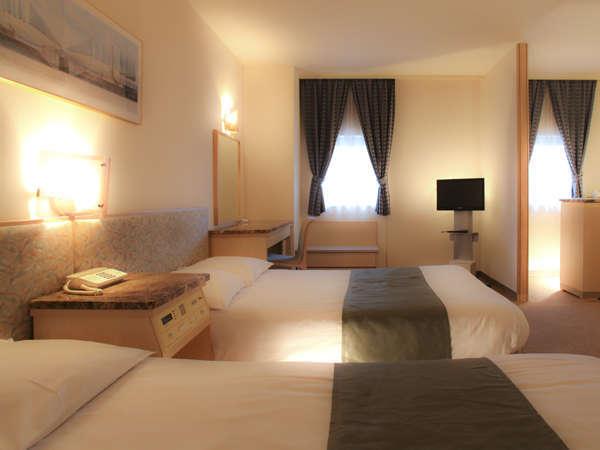 HOTEL MIWAの特別室、38㎡のツインデラックスルームです。カップル・ご家族の大切な記念日をお手伝い。