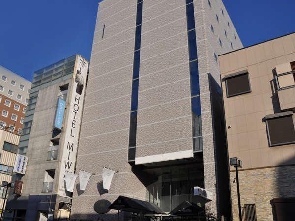 HOTEL MIWAの外観です。沼津駅北口真正面、徒歩1分という好立地です。