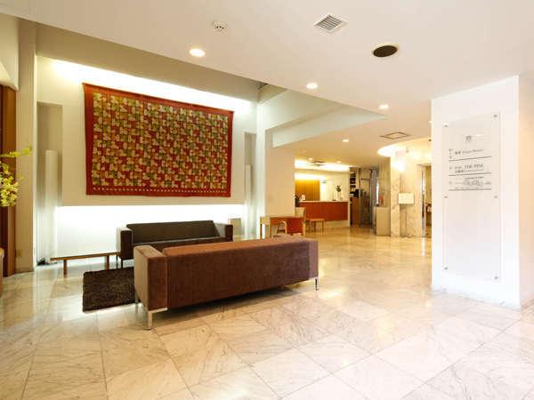 ビジネスホテルには珍しい広々したロビーです。チェックインから贅沢気分を味わって下さい。
