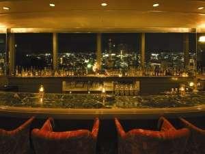 最上階18階にあるラウンジ「煌」