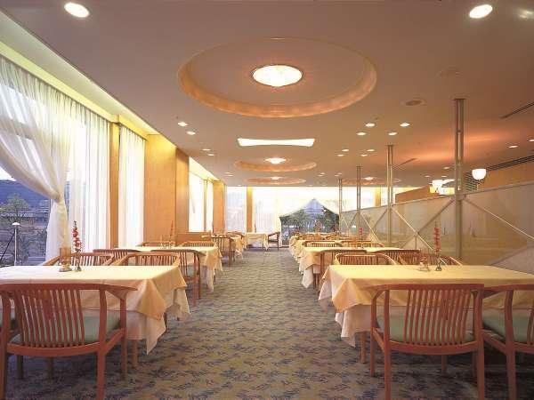 洋食レストラン『テリーナ』夕食バイキング会場です。シェフの創作料理が自慢です。