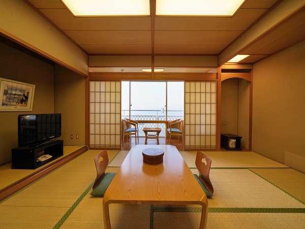 客室南側からは、海も眺める絶好スポット!和室10畳の快適サイズ(^_-)-☆