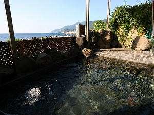 日本海一望!! 絶景が自慢の露天風呂。もちろん、温泉デス♪