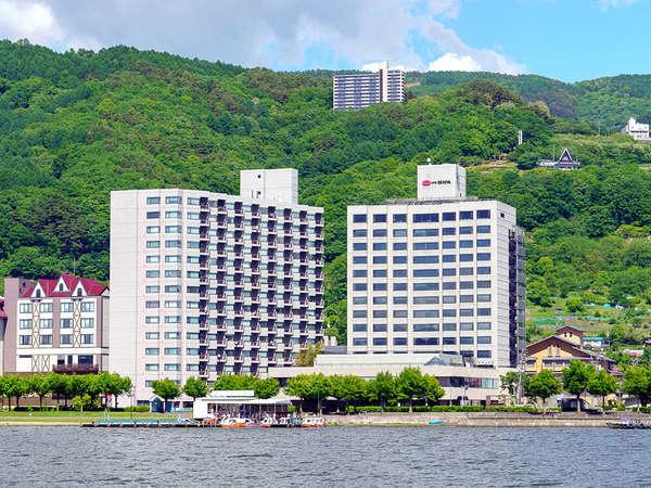 >【全景】ホテルの前には諏訪湖が目の前に広がる最高のロケーション