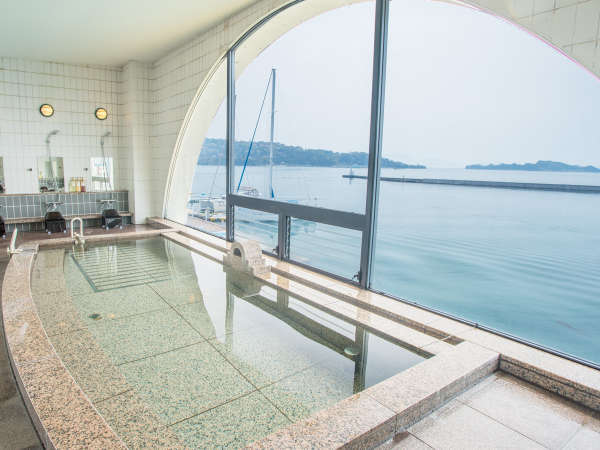 【2階 展望浴室】半円形に切り取られた窓からは、瀬戸内海の多島美をご覧頂けます♪