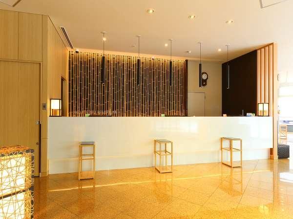 フロント壁面には竹をあしらったデザインを施しております。