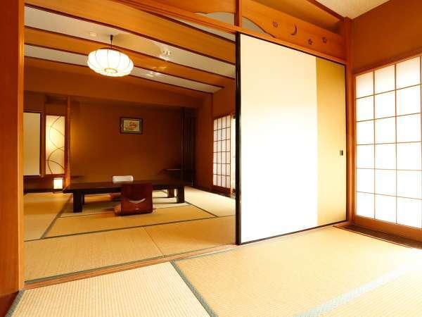 離れは12.5畳と5.5畳からなる大部屋で、女子会や、3世代の家族旅行に人気の客室です。