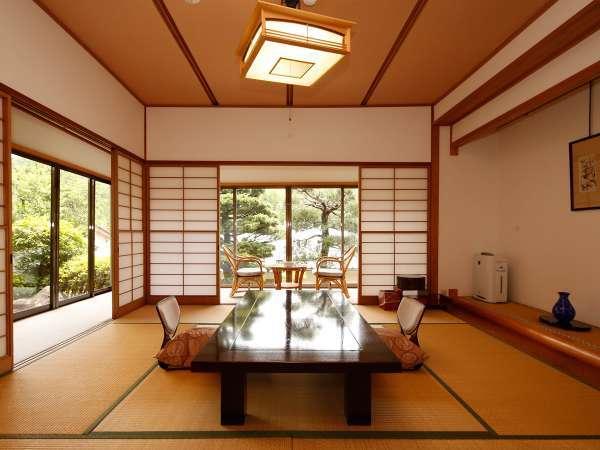 次の間・広縁・ツインのベットルーム付きの、高級感漂う特別室です。