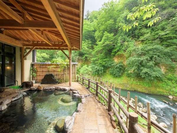 【女性専用露天風呂「せせらぎの湯」】お風呂からの渓流を眺める。この眺望は美しいです。